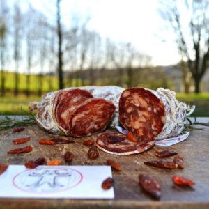 salame piccante con sfondo natura - salumi Piemonte - Agrisalumeria del Bosco