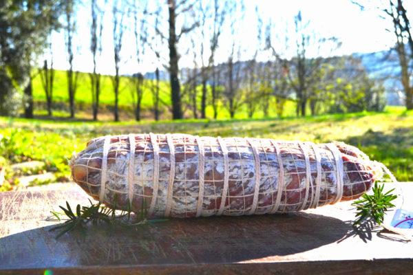 Coppa intera con giardino sullo sfondo-Agrisalumeria del Bosco